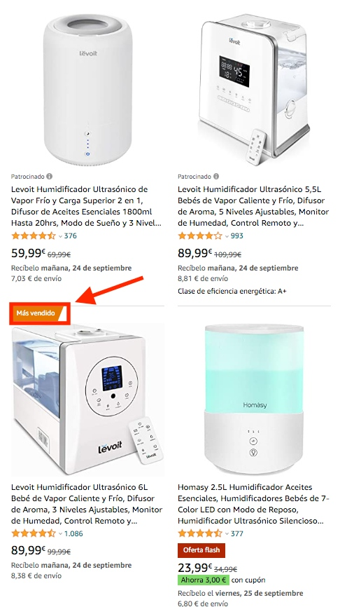 Lista de los resultados de búsqueda de humidificadores en Amazon, mostrando imágenes. El 'Más vendido' tiene una etiqueta naranja
