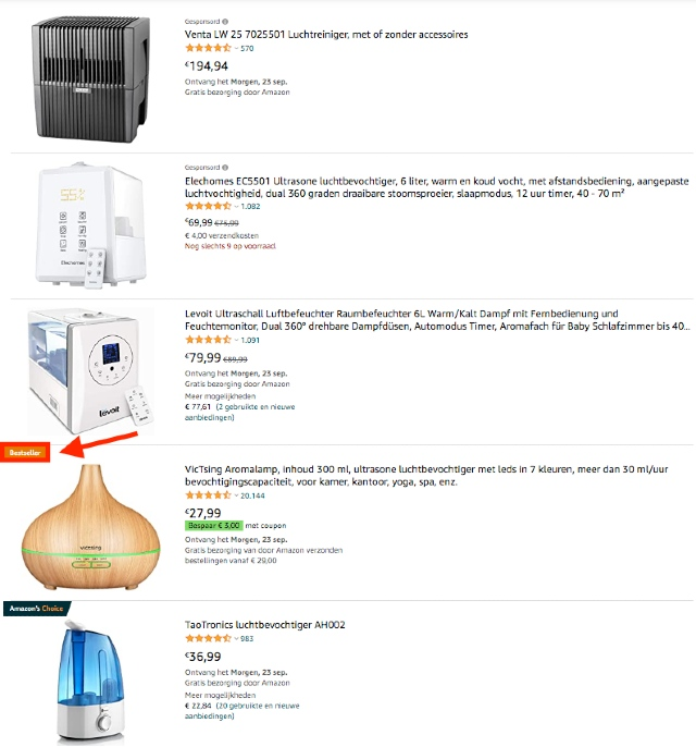 Amazon zoekresultaten voor luchtbevochtigers, getoond in een lijst met afbeeldingen. De bestseller is oranje gemarkeerd.
