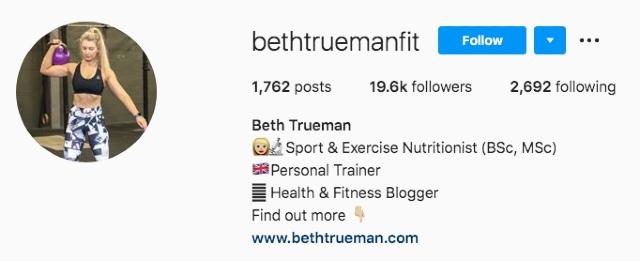 Instagram hesabı görselinde egzersiz yapan kadın. Egzersiz ve sağlıkla ilgili ipuçları vererek pasif gelir elde etmeye yönelik örnek ekran görüntüsü.