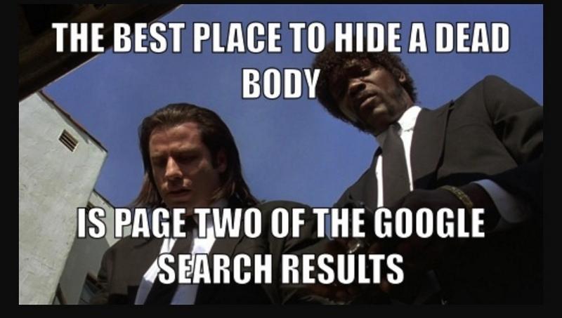 """Du siehst ein Meme aus dem Film Pulp Fiction. John Travolta und Samuel L. Jackson sind zu sehen und du siehst den englischen Text """"The best place to hide a dead body is page two of the Google search results"""". In diesem Post erklären wir dir alles Grundlegende über SEO, damit dein Blog von Suchmaschinen gefunden wird."""